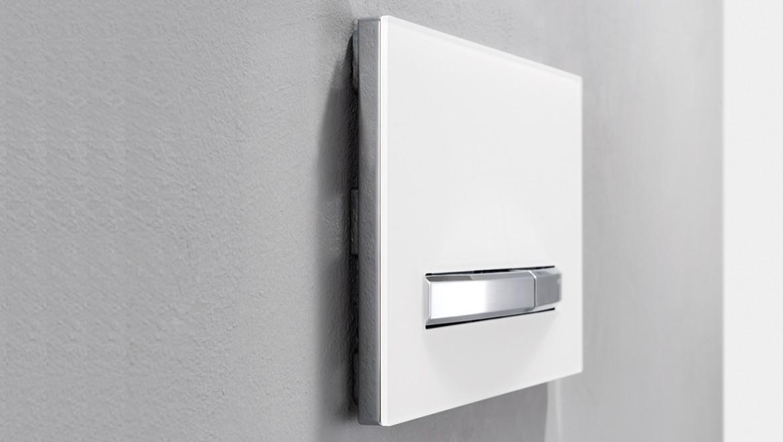 לחצן הפעלה עם יחידת שאיבת ריחות לחדר רחצה רענן