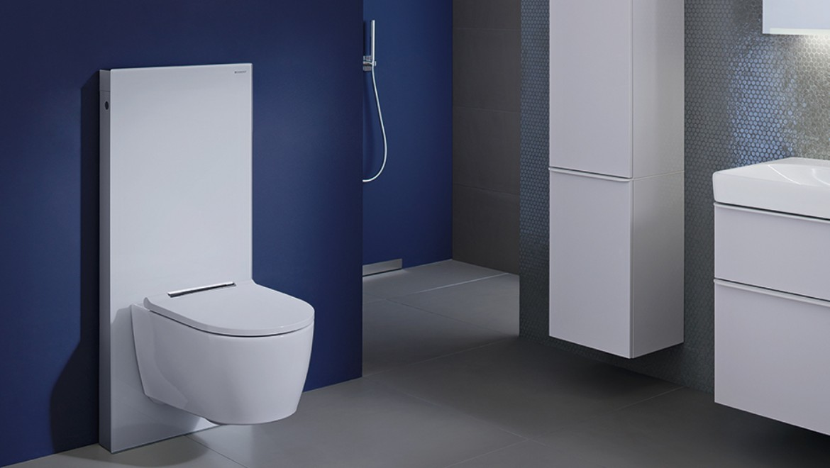 Bathroom with Geberit Monolith sanitary module, white