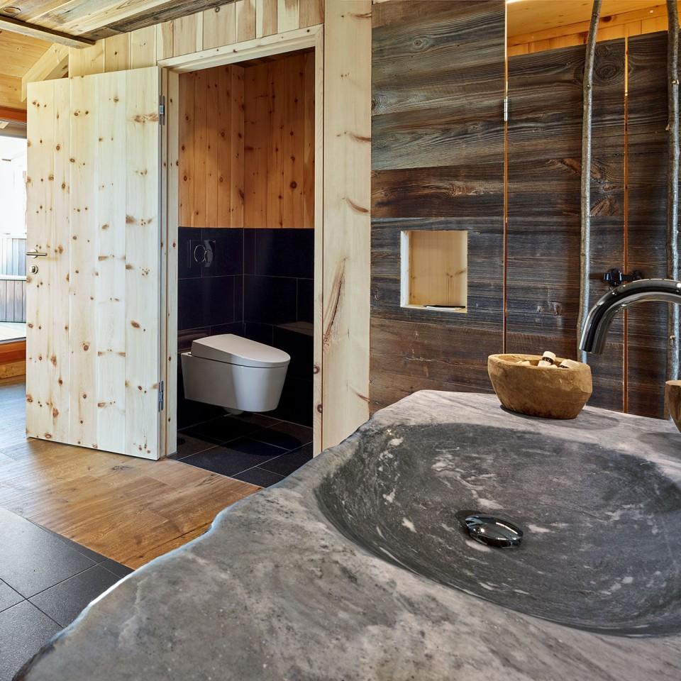 Design in legno presso l'hotel Mama Thresl