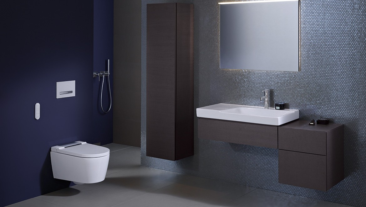 Geberit Smyle bathroom series with Geberit AquaClean Sela
