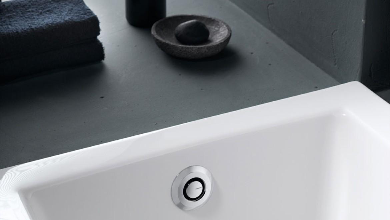 Geberit bathtub drain with pushbutton actuation PushControl