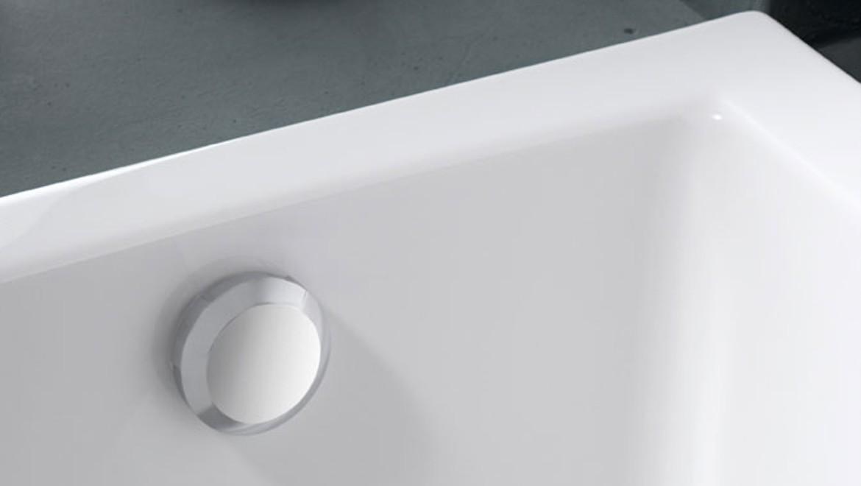 Geberit bathtub drain with turn handle actuation