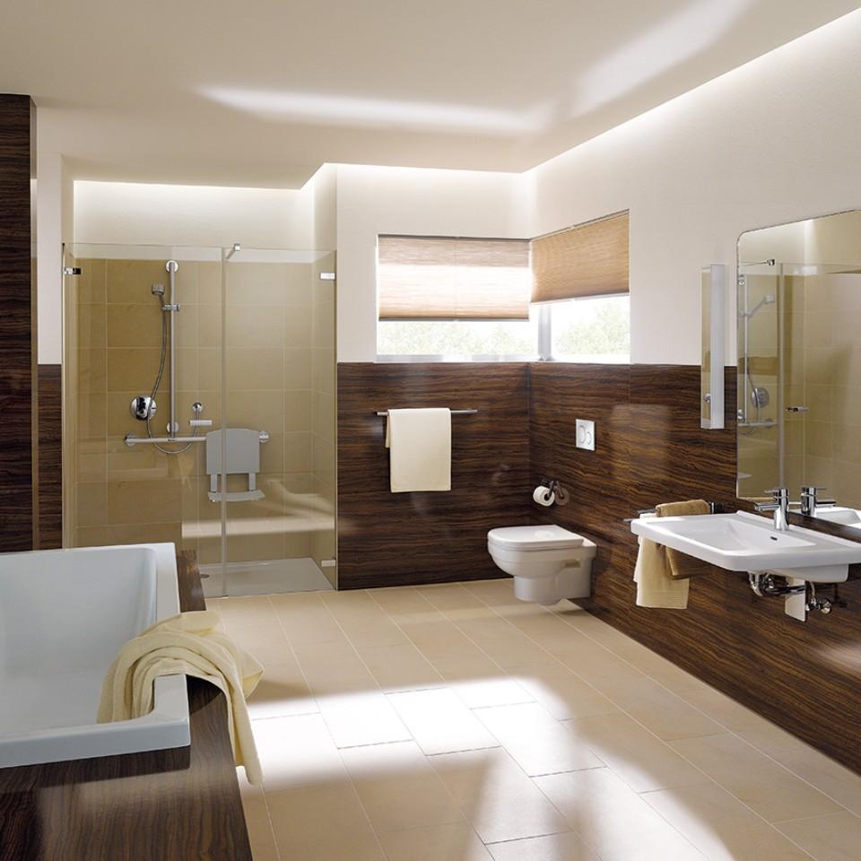 Geberit Renova Comfort Badezimmer mit WC, Waschtisch und Badewanne