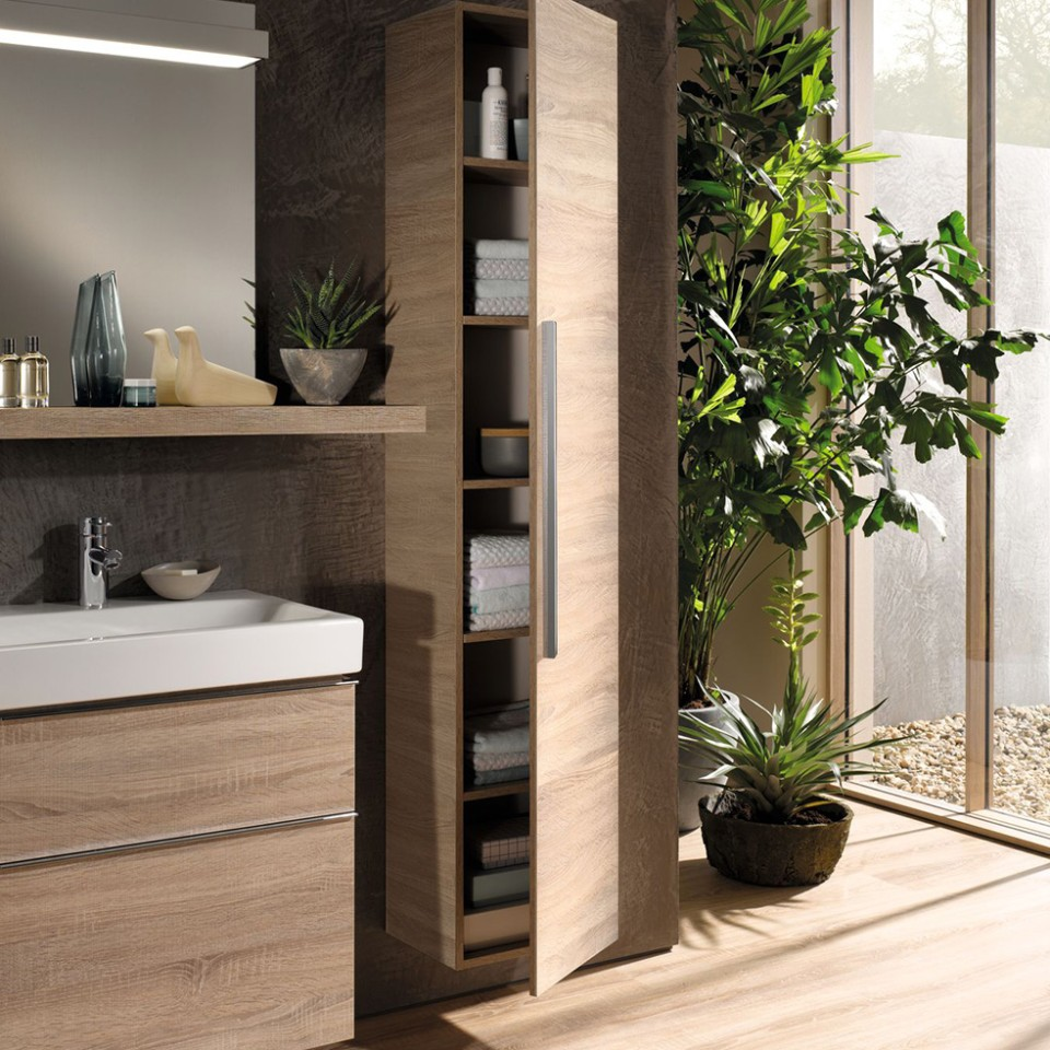 Geberit iCon mirror and furniture in oak nature