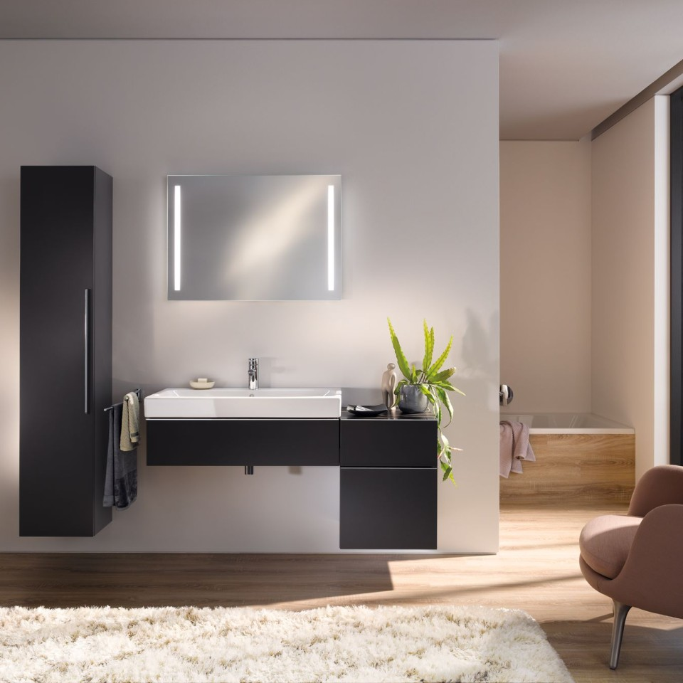 Bathroom with Geberit iCon ceramics and furniture