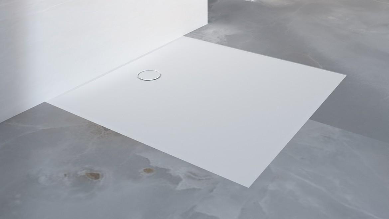 Salle de bains avec receveur de douche de plain-pied Geberit Setaplano