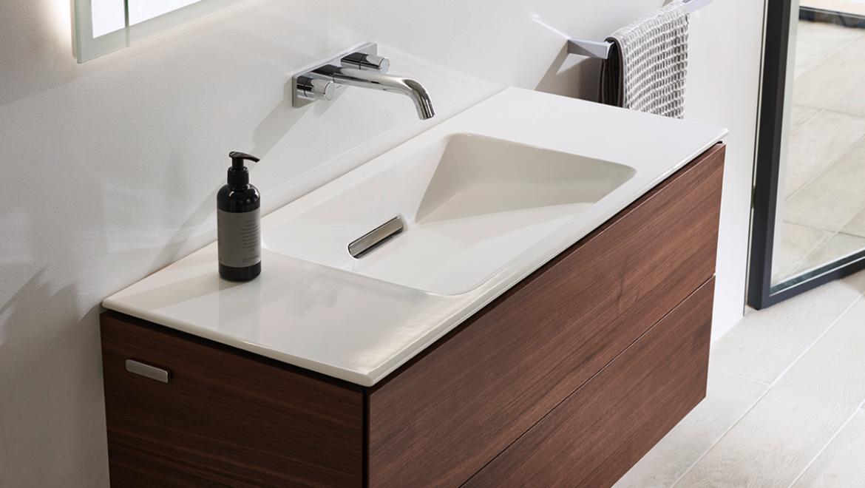 Geberit ONE Waschplatz mit Waschtisch, Armatur, Unterschrank, Siphon und Spiegelschrank