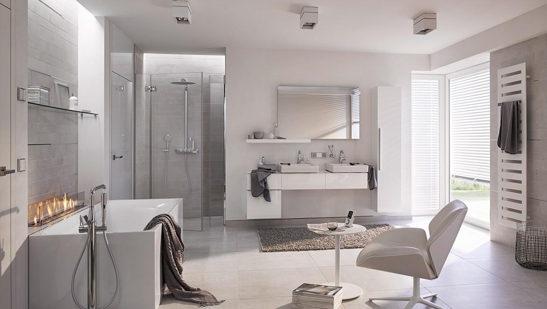 Badeværelse i hvide nuancer