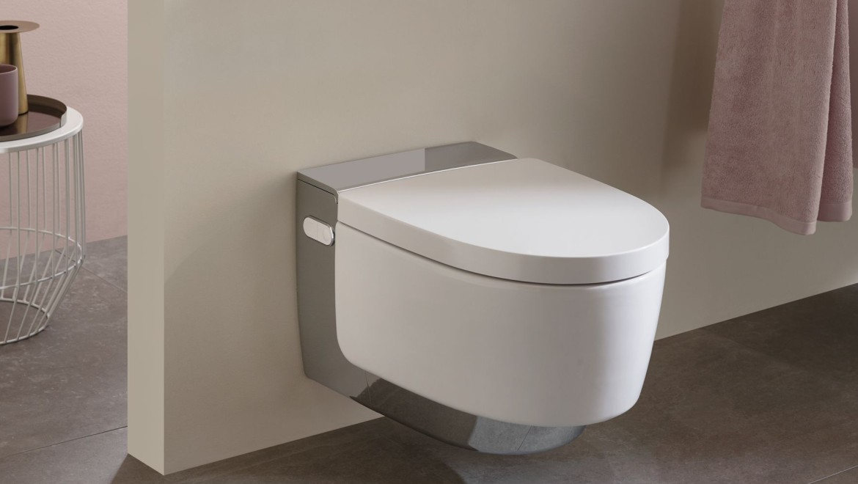 WCdouche Geberit AquaClean Mera Comfort dans une salle de bains claire